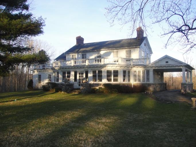 Farnam Manor Exterior